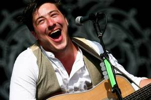 mumford & sons look set to enter us and uk album charts at number one