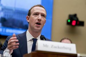 i have no plan to step down: zuckerberg