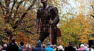 dublin memorial to irish wwi soldiers vandalised with red paint
