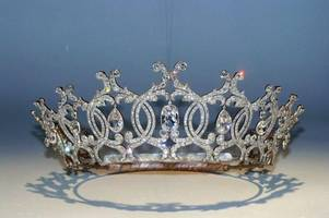 thieves smash armoured glass and steal priceless cartier tiara from the welbeck estate