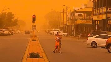 australia dust storm: health warning as skies change colour