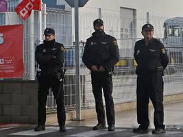 amazon 'dumbfounded' police in spain by asking them to intervene in a mass warehouse strike and patrol worker productivity