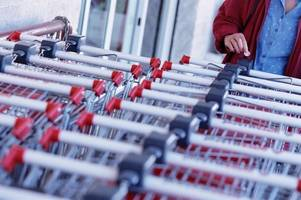the clever hack you can use if you don't have £1 for a shopping trolley