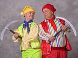 pantomime bosses are slammed by dwarf actors for turning to cheaper child actors