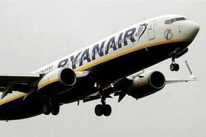 ryanair flight from alicante to stansted airport declares 'emergency'
