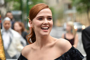'set it up' star zoey deutch joins sony's 'zombieland' sequel