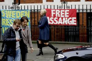 US Judge Hesitates To Unseal Court Records In Federal Case Against Julian Assange