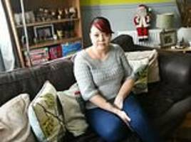single mother claims she was forced to sell her clothes due to universal credit