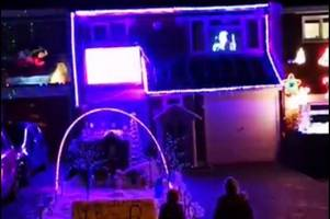 the incredible synchronized christmas lights show illuminating this braintree road