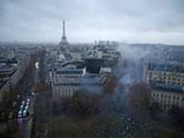 paris will close the eiffel tower due to anti-government riots