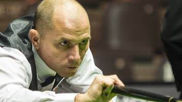 UK Championship: Joe Perry knocks out 2011 champion Judd Trump