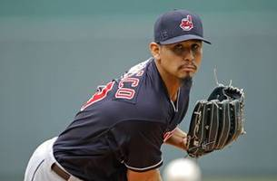 Indians sign elite starter Carlos Carrasco to 4-year deal