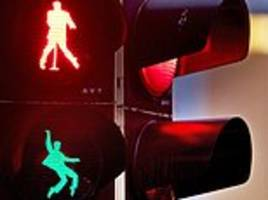 German town of Friedberg installs Elvis-themed traffic lights