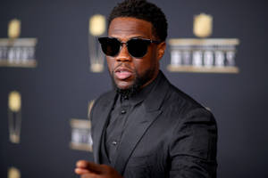 kevin hart responds to uproar over anti-gay tweets: 'stop looking for reasons to be negative'