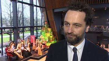 golden globes: matthew rhys on another 'posh party'