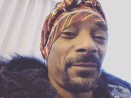 watch: snoop dogg rides for kevin hart & says 'f' the oscars/grammys