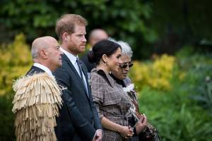 prince harry under threat by neo-nazis for marrying a black woman