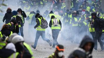 return of the 'yellow vest' protests shuts down paris landmarks