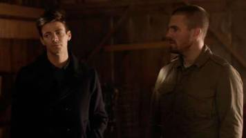 arrow-verse elseworlds crossover clip: superman and lois lane meet the flash and green arrow