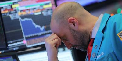 The struggling stock market is facing 6 main problems — and one expert says a crash is the only thing that can resolve them