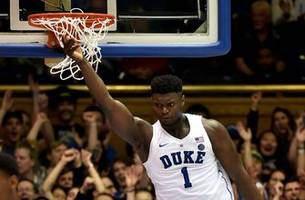 Zion Williamson throws down one-handed dunk in Duke's win over Yale