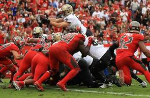 drew brees leaps over the line on 4th and goal to score go-ahead touchdown