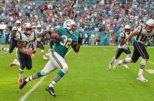 Kenyan Drake scores on wild final play as Dolphins stun Patriots 34-33