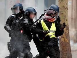 1,723 arrested in French 'yellow vest' protests