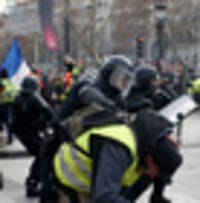 Yellow vest protests 'a catastrophe' for France's economy