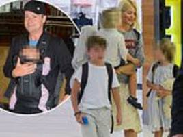holly willoughby and declan donnelly picture exclusive: i'm a celebrity hosts jet out of australia