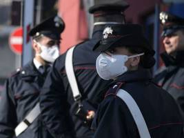 Rubbish dump fire wafts pungent fumes over Rome
