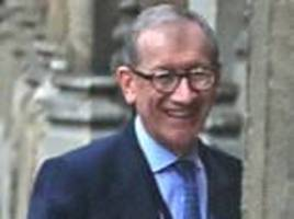 philip may supports wife theresa may in pmqs maid confidence vote