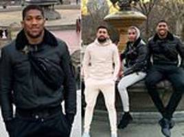 Anthony Joshua poses for picture with friends in Central Park on New York trip