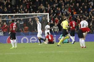 jones own-goal at valencia stops man united winning cl group
