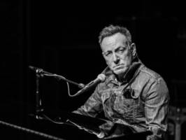 'Springsteen on Broadway' hits Netflix: A revelatory night with a rock 'n roll legend