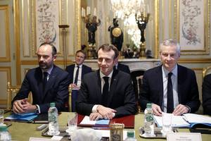 french government avoids no-confidence vote in wake of street protests