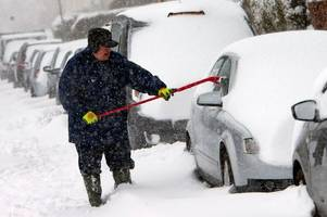blizzards and heavy snow to hit scotland this weekend as met office issues weather warning