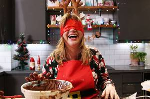 gogglebox star kate bottley attempts baking blindfolded with hilarious results