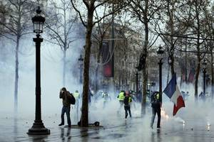 tear gas on the champs-elysees but fewer paris protesters
