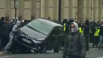 'yellow vest' protests claim 7th death after man crashes car at protesters' roadblock