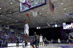 mounce's 26 lead no. 23 furman to 93-50 win over uncw
