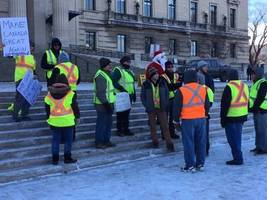 yellow vest rallies held in winnipeg, protesting against trudeau government