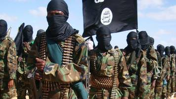 al-shabab in somalia: air strikes kill 62 militants, us says