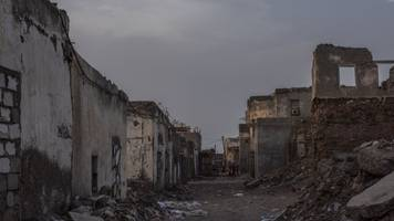 cease-fire takes effect in major yemen city and port