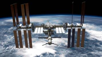 trump signs memo reinstating us space command