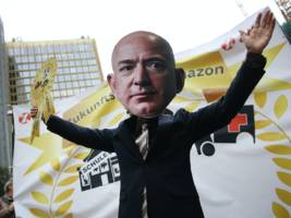 A workers' union skewered Amazon's labour practices with a whack-a-mole game about working at a warehouse over Christmas