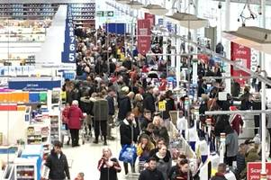 hull reacts to christmas 'shopping armageddon' as city remains clogged with traffic