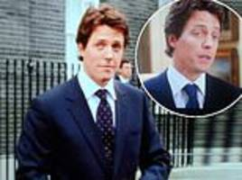 love actually fans unearth hugh grant's outfit blunder (and they claim it ruins christmas movie)