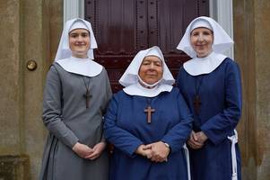 call the midwife christmas special filmed at leith hill place during the heatwave