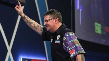 PDC World Darts Championship: Gary Anderson reaches quarter-finals after thrilling win